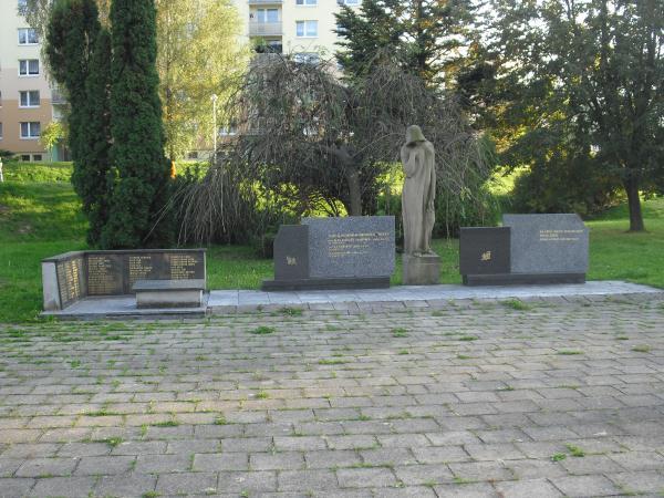 Pomník3