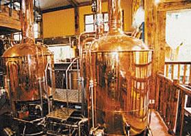 Pivní tanky v minipivovaru