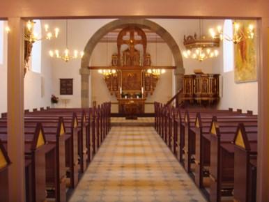 Stenkirkens alder bekræftes ved det stadig bevarede korbue krucifiks