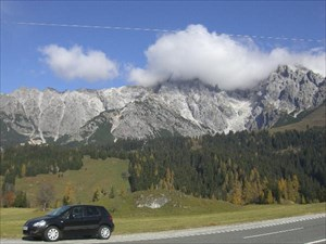 Suzuki SX4 in front of Hochkönig
