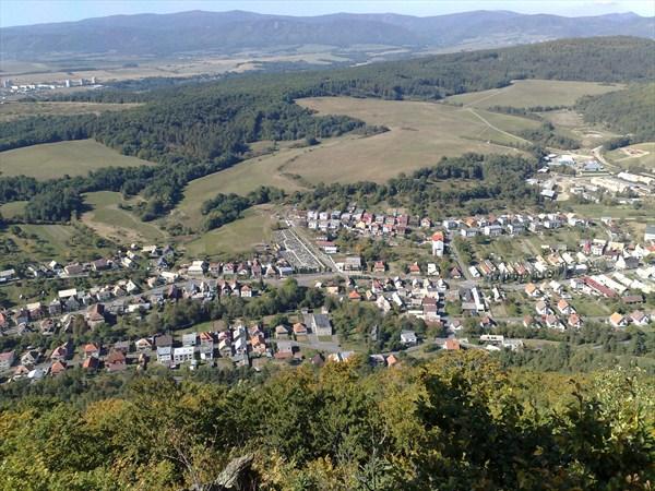 Pohľad z vrcholovej výhliadky na Kamenici na Starú Kremničku