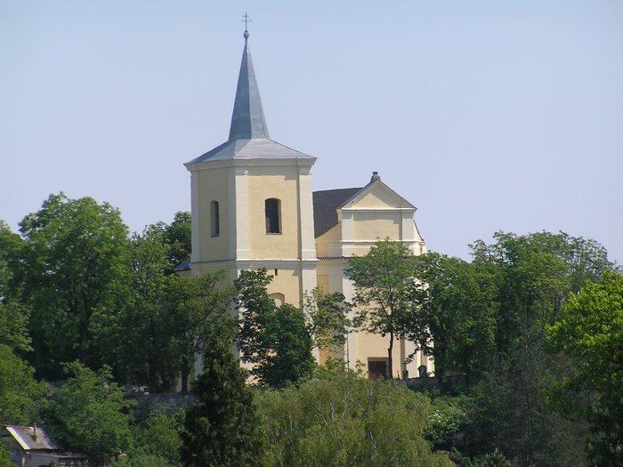 Kostel sv. Vavrince v Klobukach