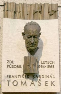 Busta kardinala Tomaska v Moravske Huzove