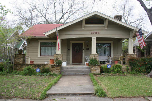 The Craftsman Bungalow Developed Out Of California Architectural Trademarks That Define Style Include Wooden Shakes