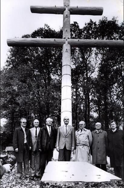 1985 - Jacques Chirac devant la croix