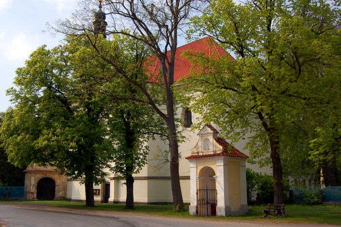 Kostel v Oparanech