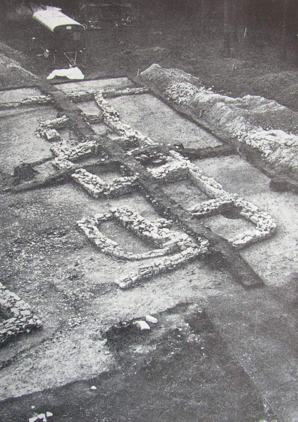 Excavation of farmstead No. 3 (1969). Living house with a cellar, chamber, entrance hall, living room and stable, on the left side corner of the granary. View from NE.