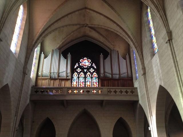 Orgue au-dessus du grand portail