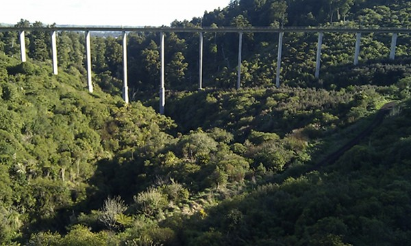 Image of the new Hapuawhenua viaduct, completed in 1987