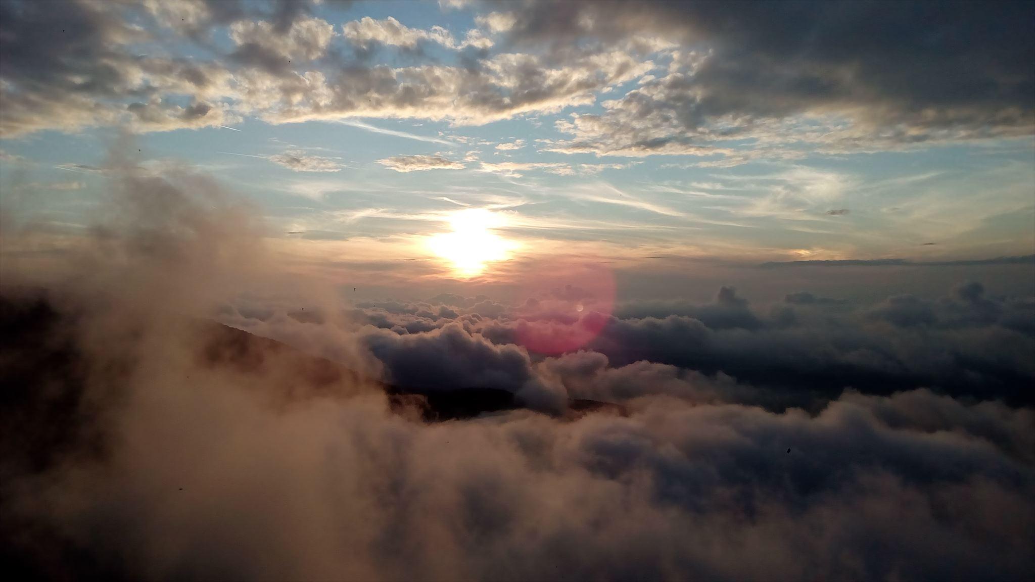 V nebi nebo v oblacich