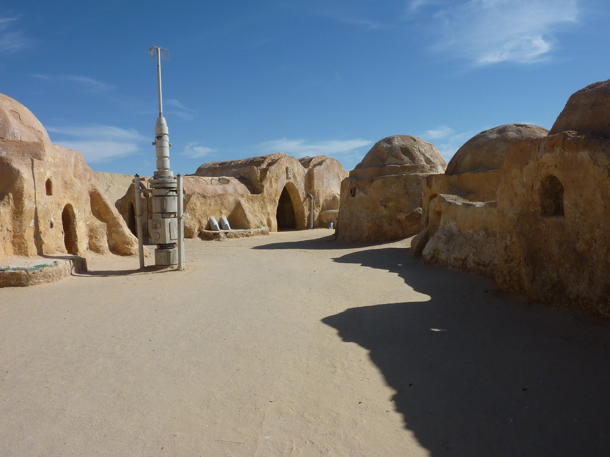 Another view of Mos Eisley. Photo by geocacher Kitou&Laulo44
