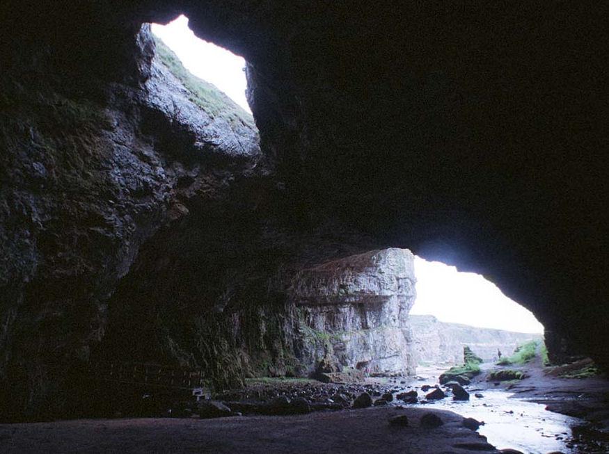Dans la cave swallow bukkake dark basement 4