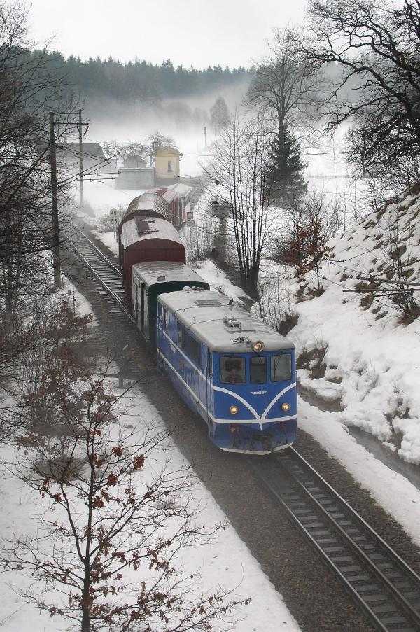 Smíšený osobní vlak práve vjíždí do splítky