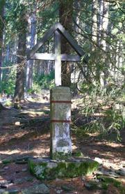 Křížek v lese nad Tiefenau