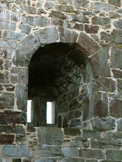 Dělené okno v severní zdi