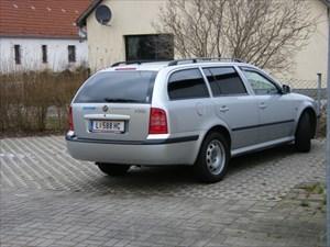 Long-distance vehicle