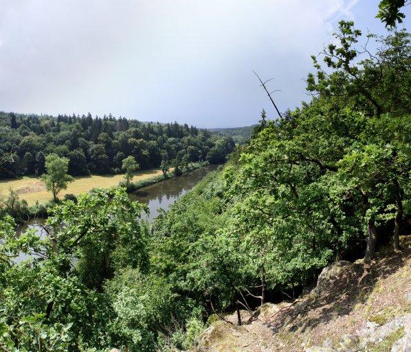 Výhled ze skalky na řeku