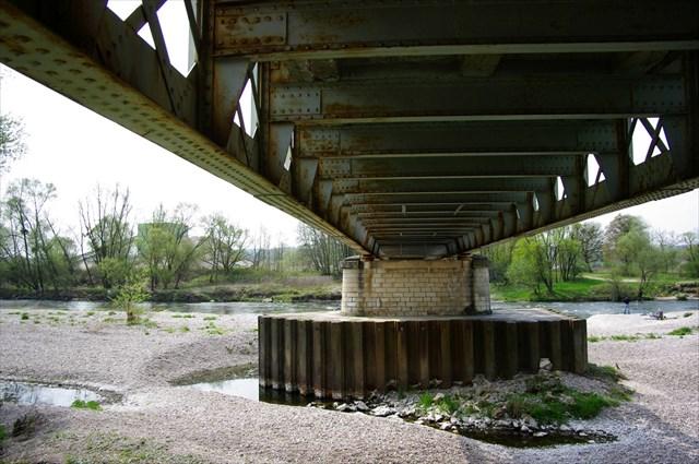 Sous le pont de Velle