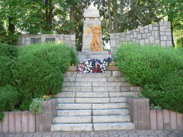 Pamatnik obetem / Memorial to the victims