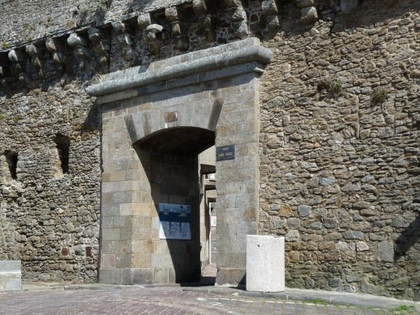 Gc2ahvd saint malo 6 porte saint pierre traditional for Porte de garage saint malo