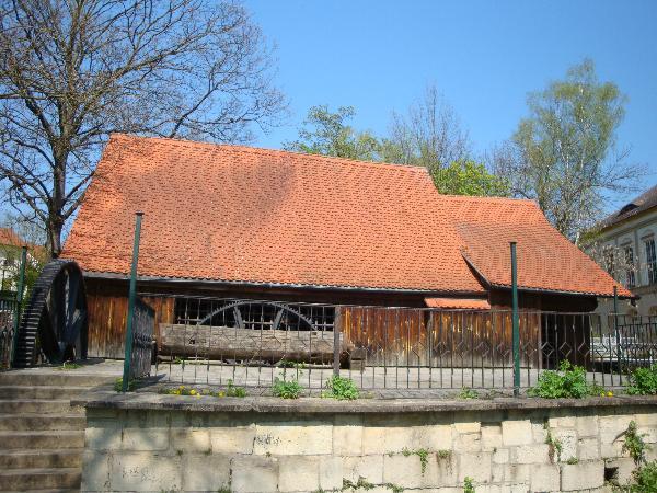 2. Radhaus