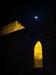 a porta, a torre e a lua