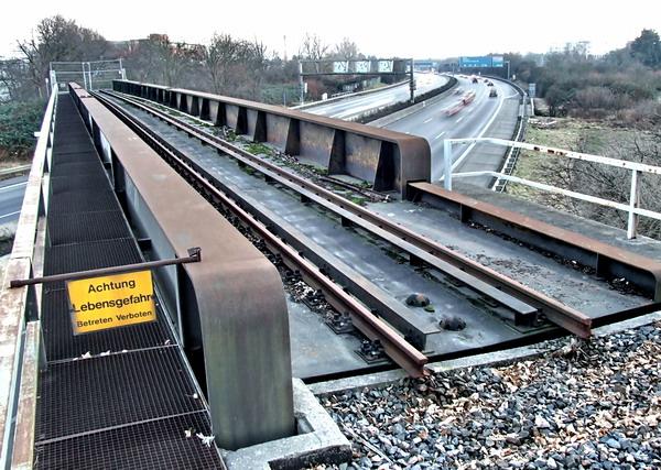 Eisenbahnbrücke über die BAB 5