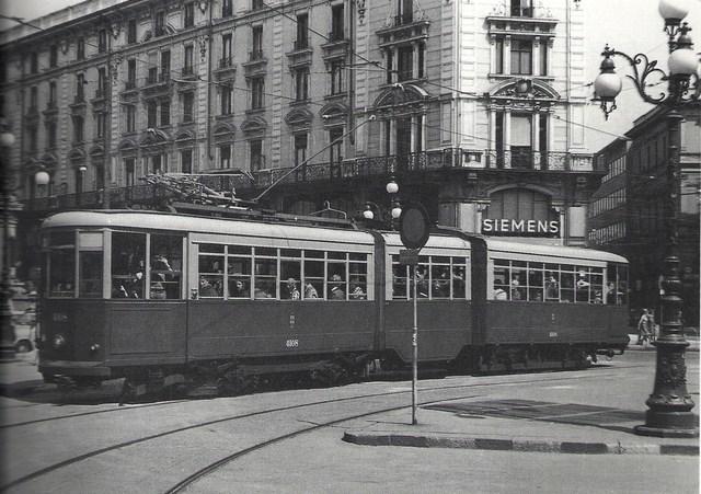 Tram serie 4100 in piazza Cordusio, 1976