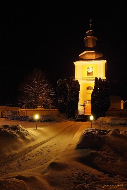 Kostel z náměstí. foto A. Plhal