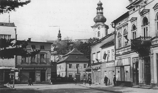 Pohled na náměstí po osvobození v 6. května