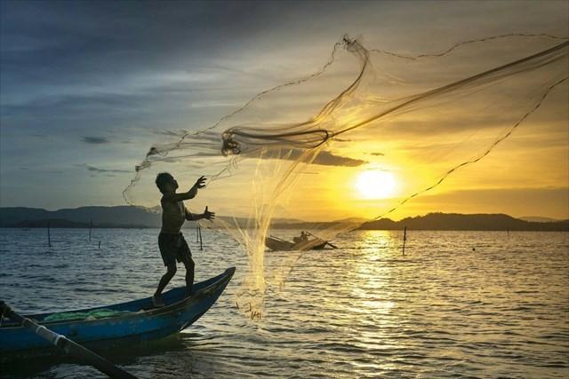 Datovania mladšie ryby muža