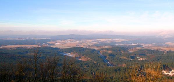 Výhled od hradu k Rozvadovu