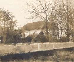 Kostel a hrbitov