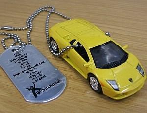 Ferrari in gelb