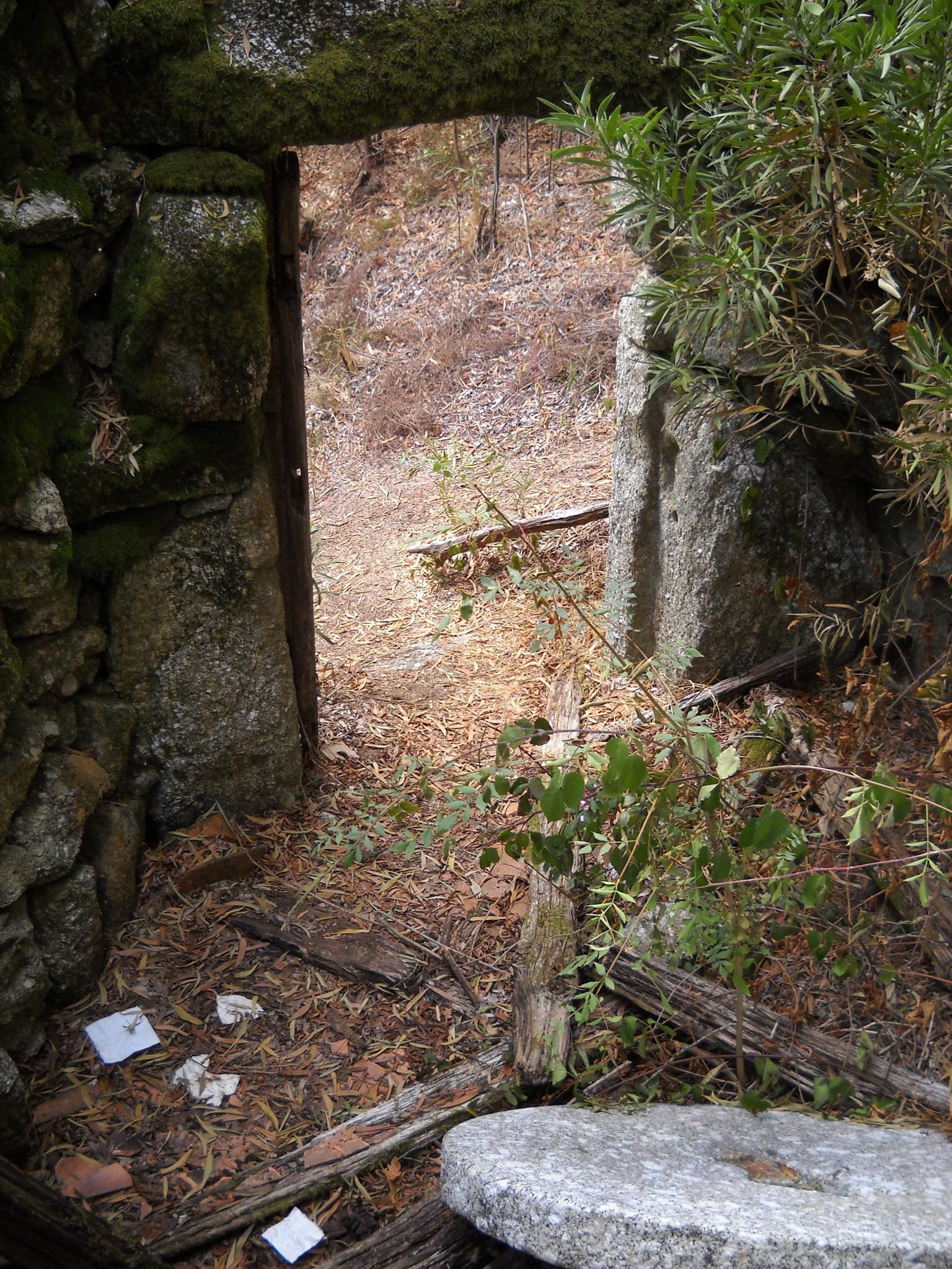 A cache está guardada no interior deste moínho em ruínas