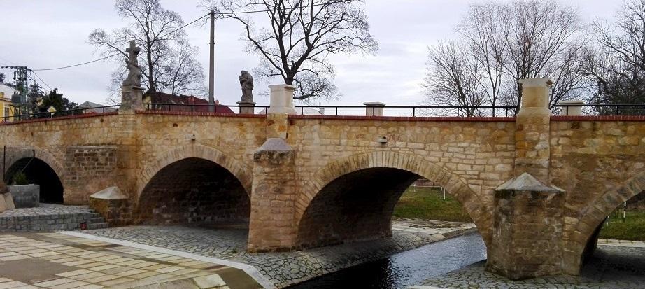 kliknutím na obrázek budete moci porovnat stav mostu před opravou a dnes