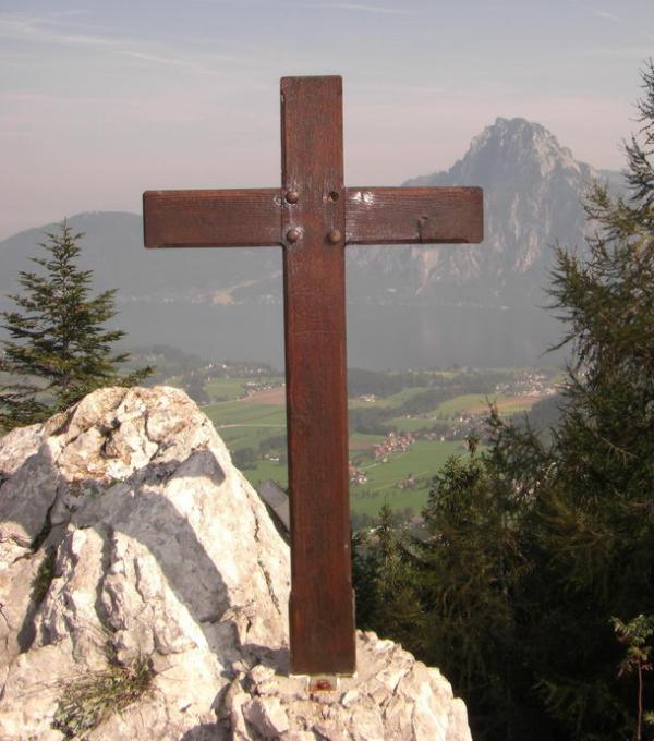 Gipfel Lärlkogel mit Blick auf den Traunstein und Traunsee