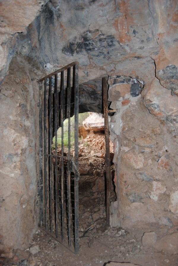 Gc2teqt puerta hacia el averno traditional cache in la for Puerta 7 campo de mayo