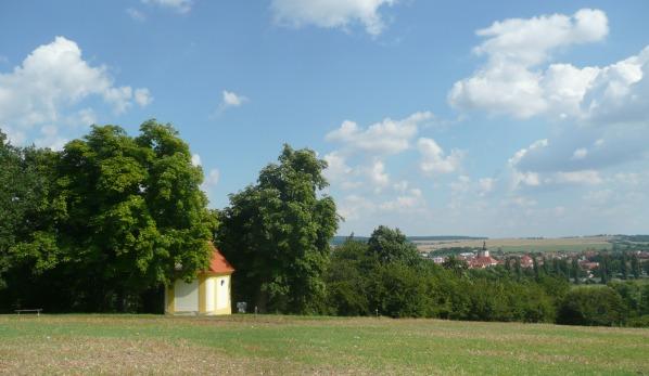 Kaple a město Dobřany