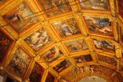 Interior da capela do calvario