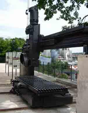 Steinbearbeitungsgeräte und Infotafel / Stone processing equipment and informations panel