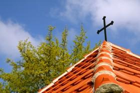Kříž na střeše kaple