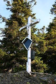 Gipfelkreuz am Kleinen Rachel / Kříž pod vrcholem