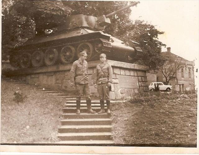 Oficerowie 27 pulk czolgów w Ilniku. Praska Wiosna 1968 wlasnosc zdjecia J.Sz Autor scan Kerim44