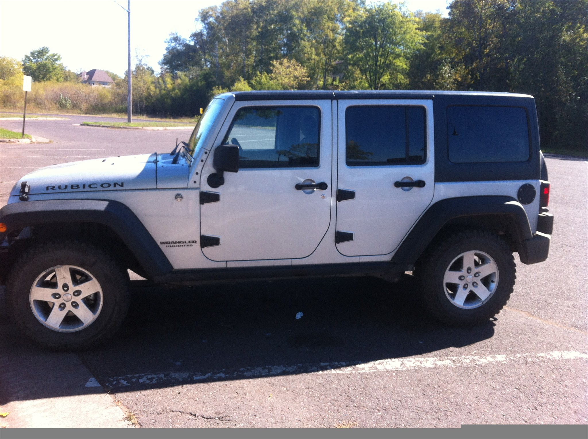 Black hinges on silver jku jeep
