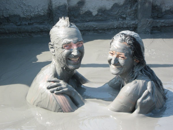 Geocachers becoming mud-people. Photo by geocacher Veet Voojagig.