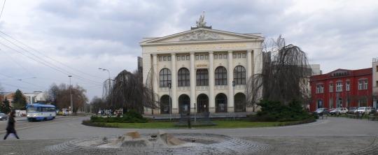 Smetanovo námestí s Dvorákem a Antonínem