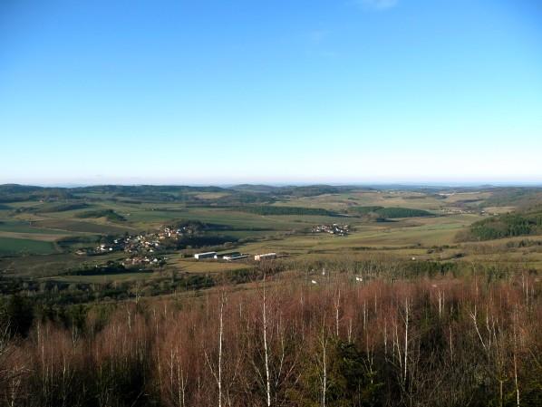 Výhled přes Poleň na severovýchod