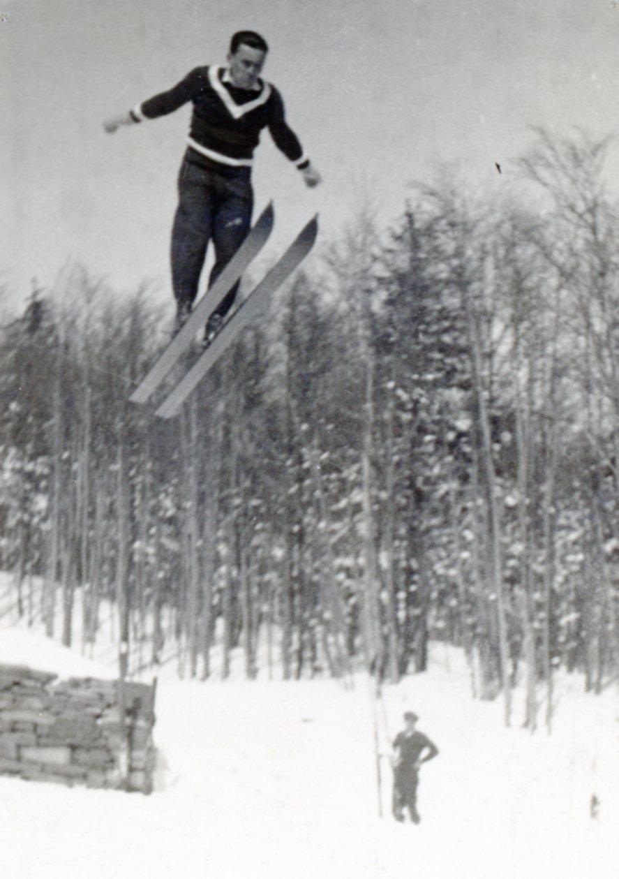 Zavod ve skoku na lyzich