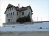 mansão à beira praia log image